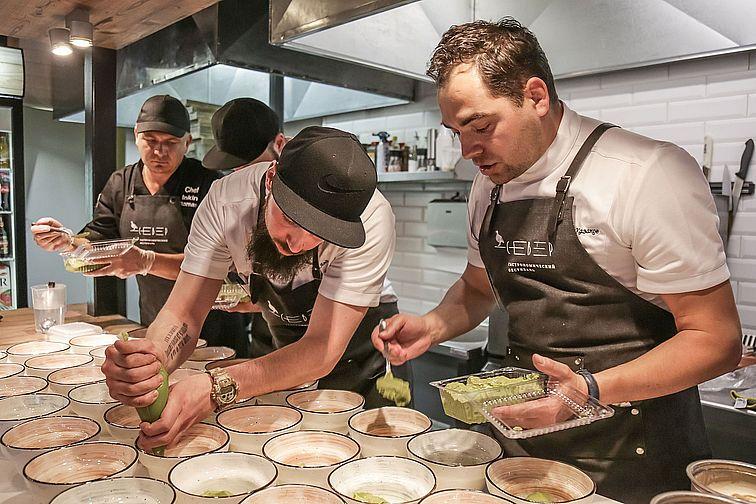Шефы столичных ресторанов продемонстрировали в Норильске новый взгляд на северную кухню