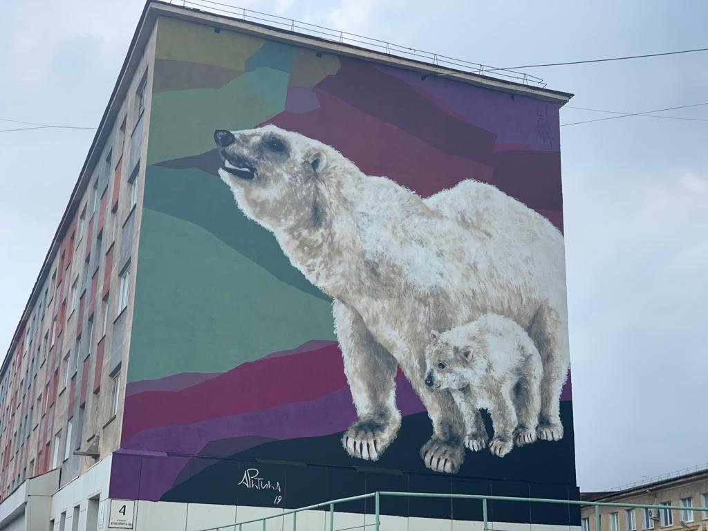 Работы по созданию картин на городских фасадах завершены