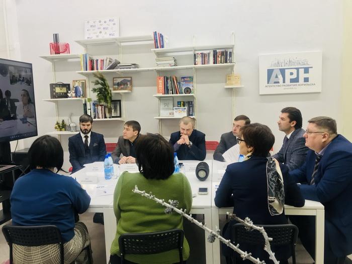 В Агентстве развития Норильска прошла видеоконференция с секретариатом Ассоциации мэров зимних городов мира.